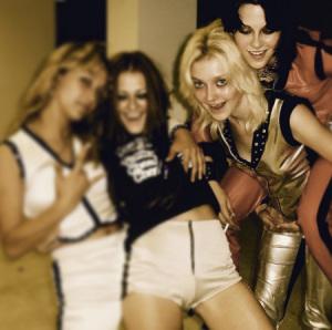 Kristen Stewart adere ao Insta com like poderoso de Dakota Fanning