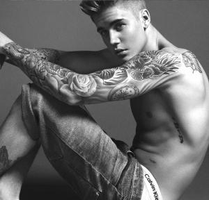 Justin Bieber esbanja sensualidade em nova campanha da Calvin Klein