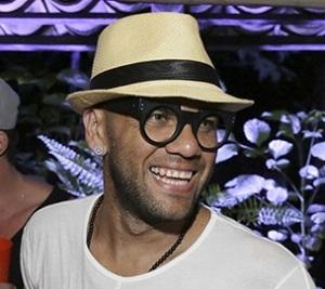 Estilo de Daniel Alves em Trancoso foi de dar inveja a qualquer fashionista