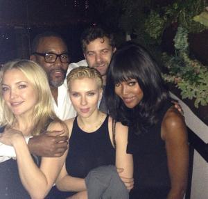 Naomi Campbell, em dia de tiete, faz festa com celebs do escalão AA de Hollywood