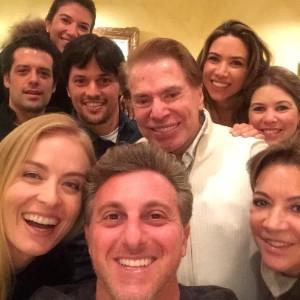 Huck e Angélica tietam Silvio Santos em jantar em Miami