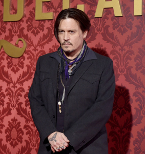 Johnny Depp falta a evento no Japão e a culpa é do Chupacabra. Oi?