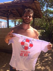 Klebber Toledo veste a camisa da Casa Glamurama no Rio. Estamos a caminho!