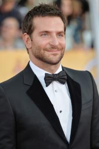 Bradley Cooper chega aos 40 mais galã do que nunca