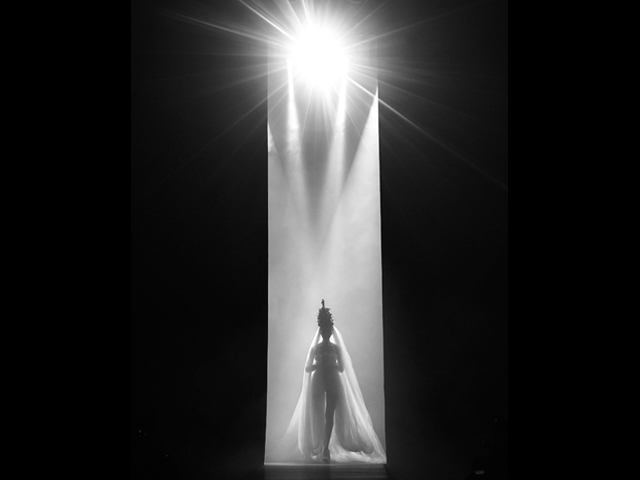 Entrada da noiva de Jean Paul Gaultier ||Créditos: Getty Images