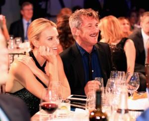 Sean Penn diz que casamento com Charlize seria o primeiro de sua vida