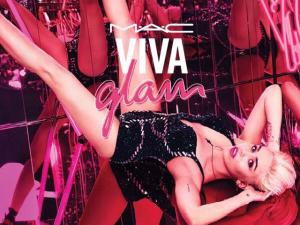 Uma das embaixadoras da M.A.C, Miley Cyrus lança batom e gloss