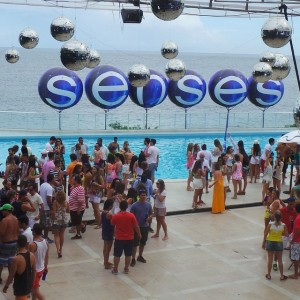 Pool Party do camarote Skol Beats Senses tem vista privilegiado do mar