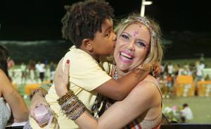 Licia Fabio recebe turma influente em seu camarote no primeiro dia do Carnaval de Salvador