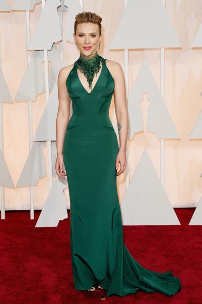 Scarlett Johansson usando Atelier Versace