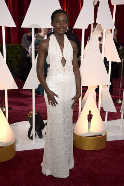Lupita Nyong'o usando Calvin Klein Collection