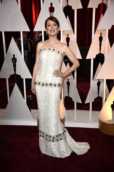 Julianne Moore usando Chanel