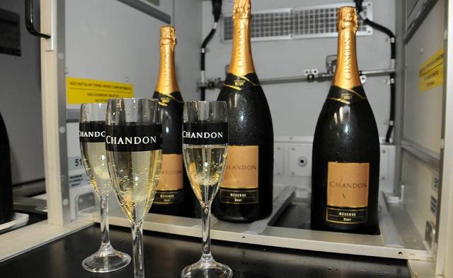 Chandon dá as boas vindas aos glamurettes || Créditos: Bruna Guerra
