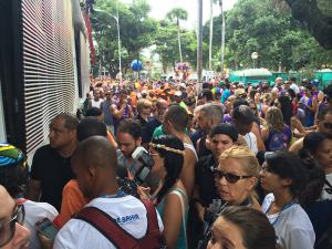 Absoluta, Ivete Sangalo para tudo e arrasta multidões em Salvador