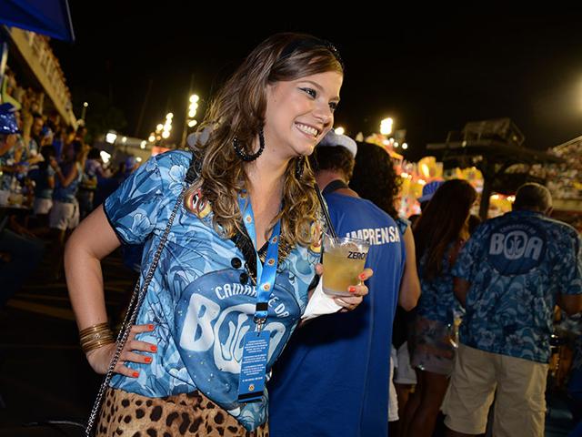 Milena Toscano e seu drink com Zero Cal ||Créditos: Juliana Rezende