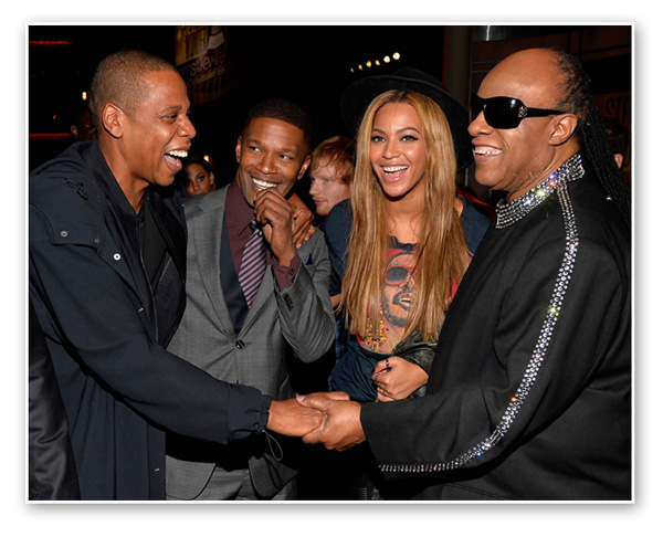 O papo entre Jay Z, Jamie Foxx, Beyonce e Stevie Wonder  ||  Créditos: Getty Images