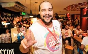 Tiago Abravanel se joga em Salvador, mas sem pular a dieta…
