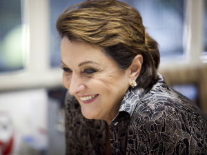 """#PODER7anos! """"Fluida, inovadora, inspiradora"""", diz Sônia Hess sobre a revista"""