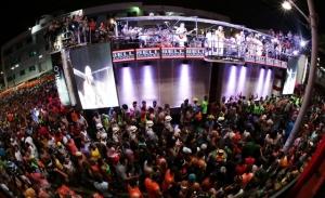Camaleão fica com Bell Marques e arrasta multidão no Barra-Ondina