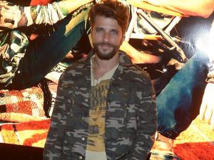Bruno Gagliasso ataca de DJ em festa no Vidigal e entrega playlist