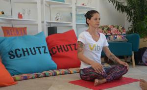 """Sa Souza, professora de yoga: aulas vigorosas e """"pra alma"""""""