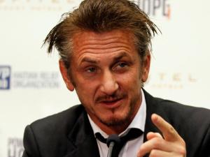 Acusado de desviar verba em ONG, Sean Penn solta o verbo