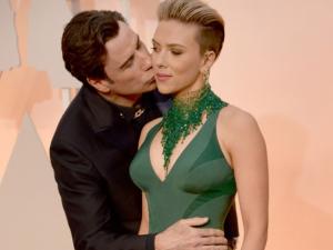 """Após """"beijo roubado"""", Scarlett Johansson sai em defesa de Travolta"""