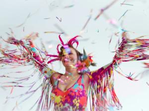 Mergulhe fundo nessa tendência: maiô no Carnaval!