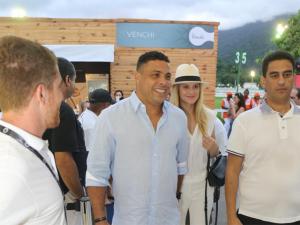 """Ronaldo casa ou não casa com Celina? Ele responde: """"Vamos ver…"""""""
