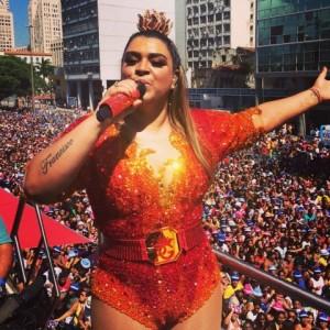 Preta Gil incendeia o Rio de Janeiro e arrasta multidão