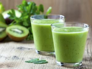 DZARM. dá a dica de um suco verde para repor as energias do Carnaval