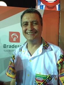 Governador da Bahia fala sobre sofrência e dança o arrocha para o Glamurama