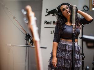 Tulipa Ruiz prepara novo disco com músicas para cair na pista