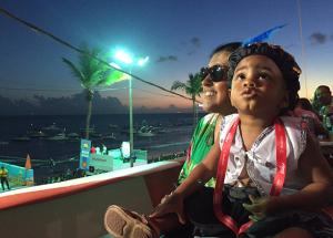 """Regina Casé com o filho Roque: """"Estamos aqui por Ivete"""""""