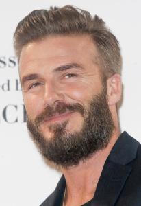 """David Beckham admite: Victoria é quem o veste """"99% das vezes"""""""