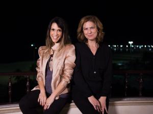 Sarah Oliveira cai na noite em novo programa e Patrícia Pillar é a convidada