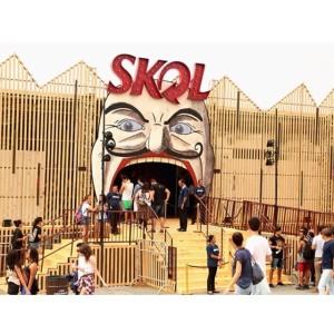 Sala de espelhos, gangorra e muitas brincadeiras rolaram no circo vintade da Skol