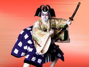 Uniqlo homenageia Kabuki em coleção que é puro drama
