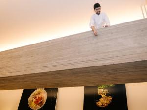Jantar de chef estrelado tem FHC, Alex Atala e comida perfumada