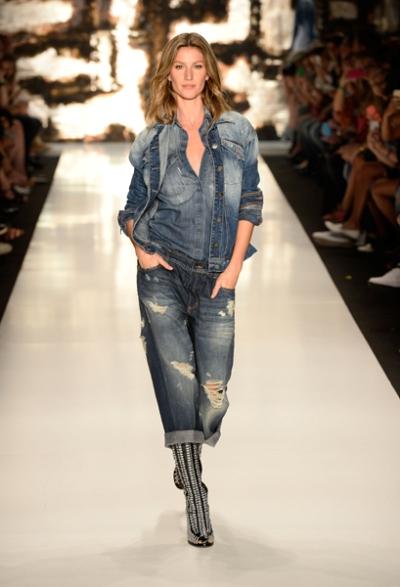Gisele nas passarelas da Colcci na última edição da semana de moda paulistana || Créditos: Getty Images