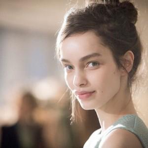 Brasileira Luma Grothe é nomeada novo rosto de gigante de cosméticos