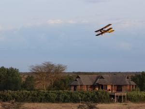Avião pilotado por Robert Redford em 1985 vira atração no Quênia