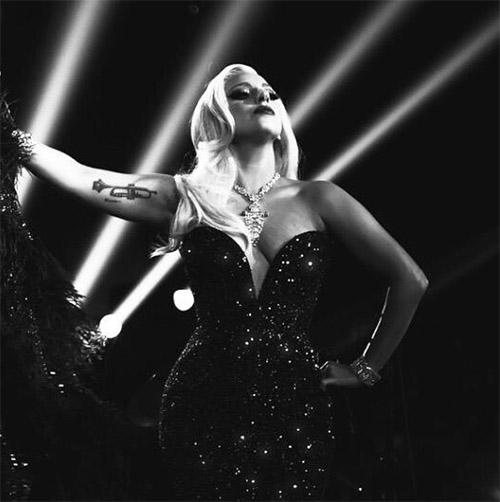 Lady Gaga deixou uma mensagem de agradecimento aos seus fãs, neste sábado || Crédito: Instagram