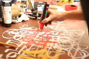 Pôsteres de Ivan Shupikov ganham grafite dos designers da Criatipos
