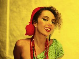 De olho nela! Formada em artes visuais, Luiza Lian lança primeiro disco