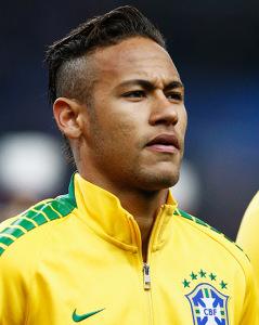 Vaidoso, eu? Neymar mostra sobrancelhas delineadas em jogo do Brasil