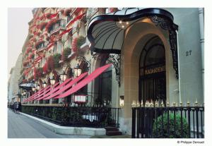Plaza Athénée Paris ganha cardápio inspirado em Christian Dior
