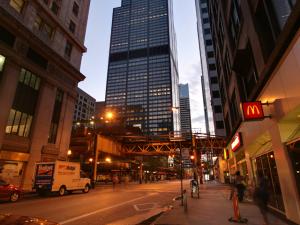 Fundo poderoso compra arranha-céu em Chicago por US$ 1,3 bi