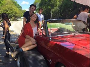 Giovanna Antonelli comemora 39 anos rodando filme em Orlando