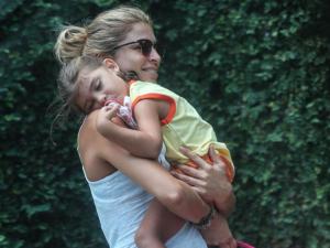 """Grazi Massafera muda o cabelo e filha a confunde com princesa de """"Frozen"""""""